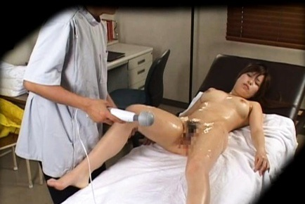 Cute Asian babe gives mind blowing massage